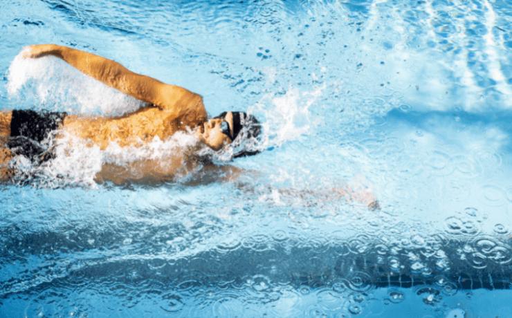 Nei-Kuan Chia swims through pool
